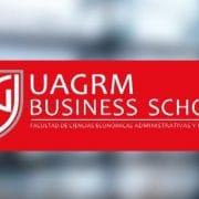 Carlos Cortés dando una clase en el MBA de UAGRM Business School Bolivia